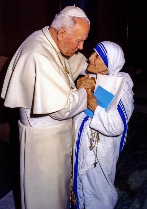 mother teresa with with Pope John Paul II docu