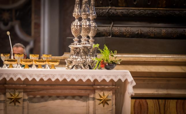 Pachamama_bowl_on_altar_at_closing_Mass_of_Amazon_Synod_645_394_75