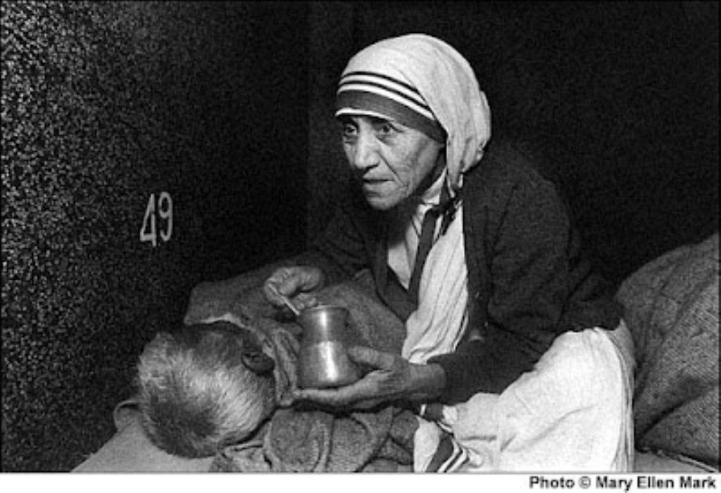 mother teresa feeding dying man sm print