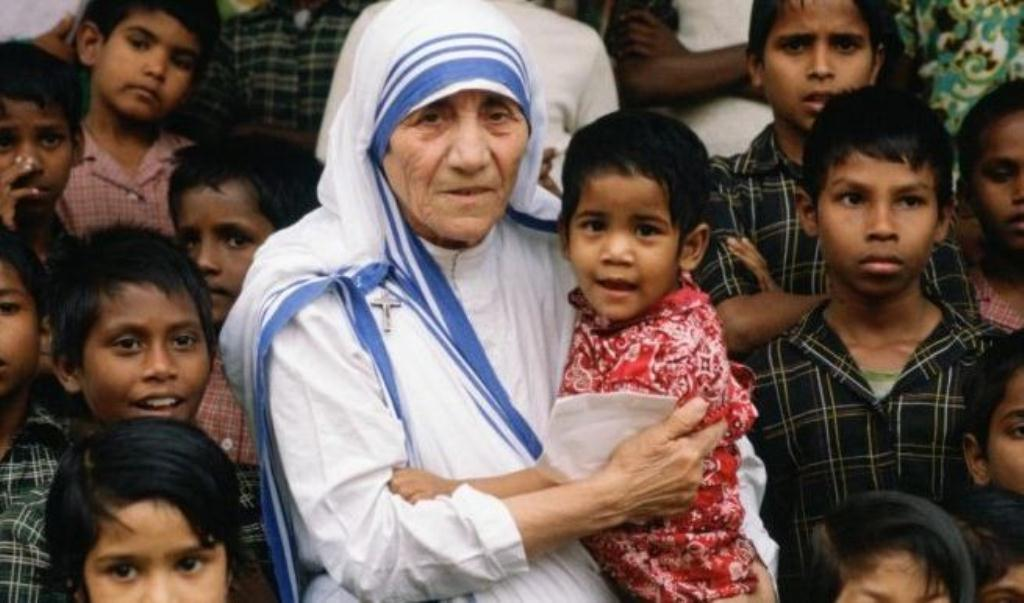 mother teresa with children sm print